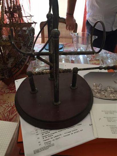 PORTE-BOUTEILLE en bois et métal argenté,...