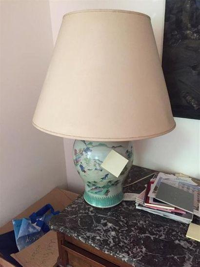 CHINE - XIXe siècle : Vase en porcelaine...
