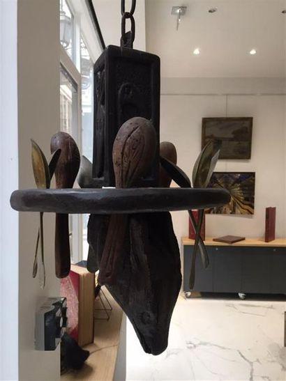 Porte cuillère en bois sculpté d'un loup....