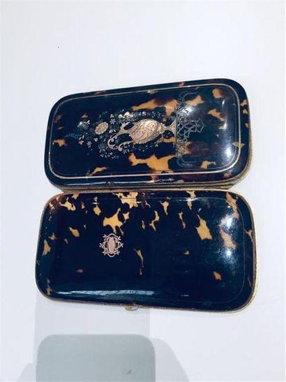 Porte stylo en métal doré écaille et incrustation...