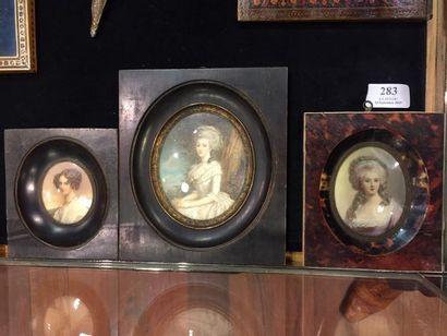 Trois miniatures représentant des femmes...