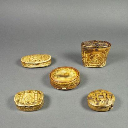 5 boites en os à décor gravé maçonnique ...