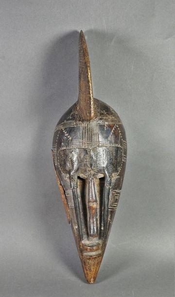 Masque à crête métal. Dimensions : . H 44....