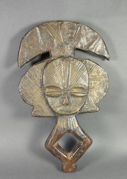 Reliquaire dans le style Kota en bois sculpté...