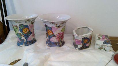 Ensemble de quatre pièces en porcelaine à...