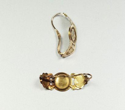 Paire de Poissardes anciennes en or jaune 18K (750/oo) à décor incurvé ajouré agrémenté...