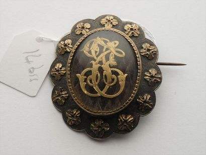 Broche ovale festonnée en argent (800/oo)...