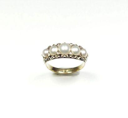 Bague jarretière ancienne en or jaune 18K (750/oo) centrée d'une ligne de demi perles...