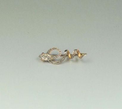 """Broche """"Serpent"""" en or 18K (750/oo) de deux tons agrémentée de diamants taillés..."""
