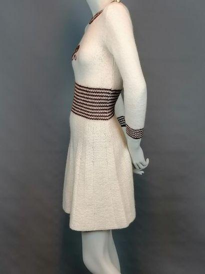 MODE VINTAGE Robe des années 70 en laine, taille 36, très bon état.