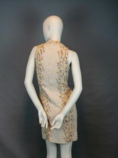MODE VINTAGE Robe trois trous, cintrée, col Mao, motif fine broderies de fleurs,...