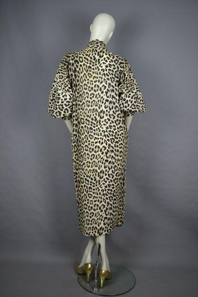 FOUKS Robe de la maison FOUKS en laine, oversize, présenté sur mannequin taille 36,...
