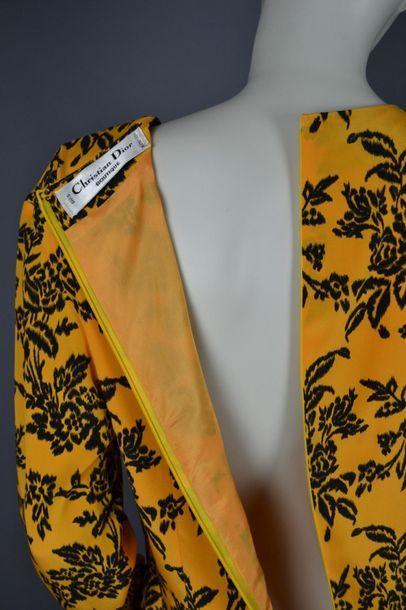 CHRISTIAN DIOR Robe de la maison CHRISTIAN DIOR Boutique, en soie, très légère tache...