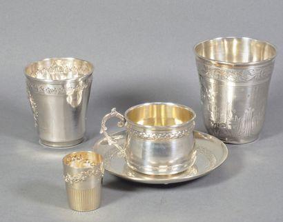 Tasse, timbales et gobelet en argent (925...