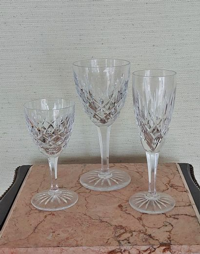 Lot de verres à pied en cristal.