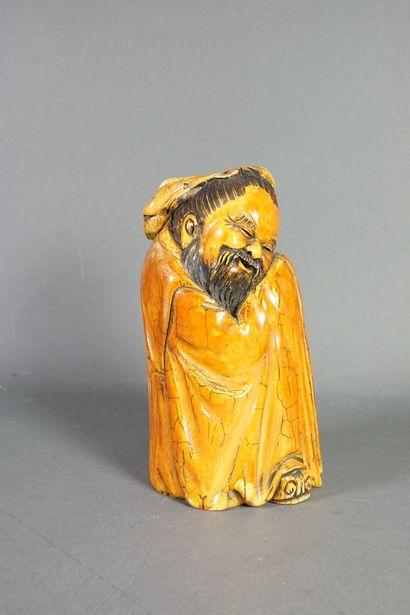 Statuette en ivoire figurant un sage assis,...