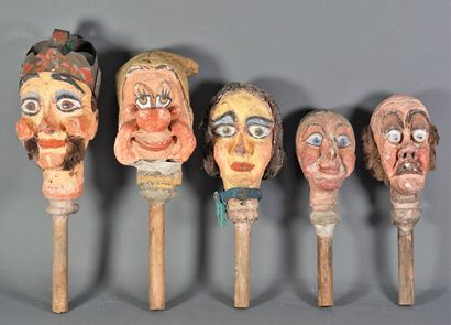 Ensemble de marionnettes du théâtre de Guignol...