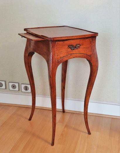 Petite table de salon en bois naturel à un...