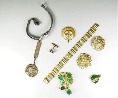 Lot de bijoux fantaisie et petits objets