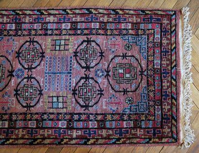 Petit tapis d'orient à décor géométrique...