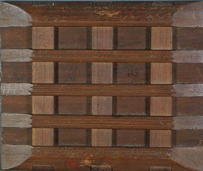 Ecole XXe Nature morte aux fruits. Huile sur toile contrecollée sur panneau de bois...