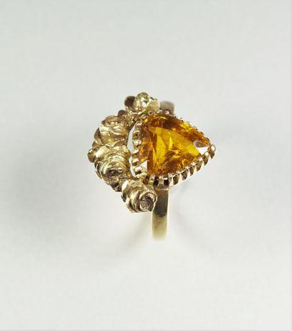 Bague en or jaune (750 millièmes) sertie...