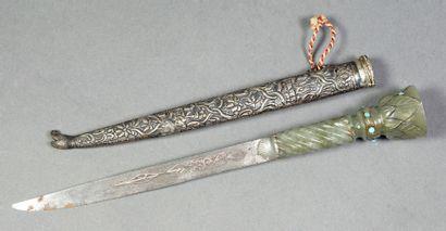 Couteau, la lame en fer à décor floral en...