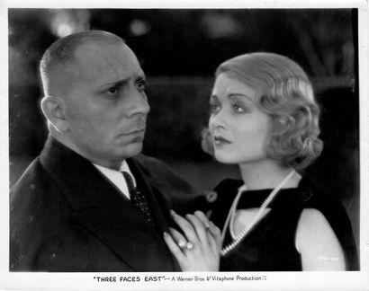 AGENT Z1 - THREE FACES EAST Erich von Stroheim et Constance Bennett, film de Roy...