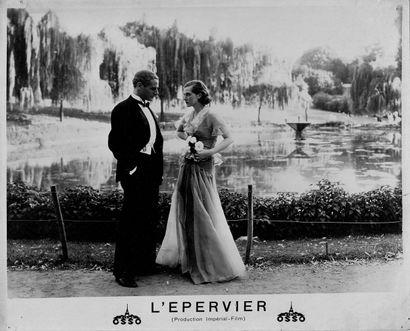 L'EPERVIER Natalie Paley, Charles Boyer et George Grossmith Jr., film de Marcel de...