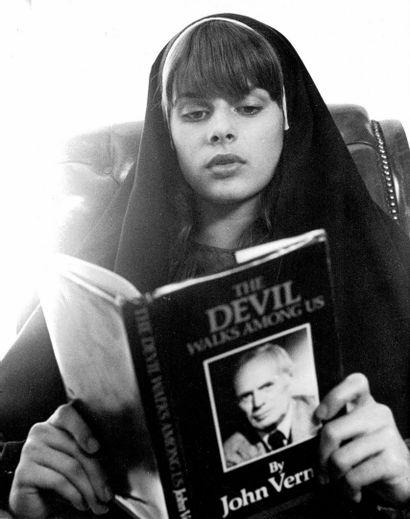 UNE FILLE POUR LE DIABLE - TO THE DEVIL A DAUGHTER