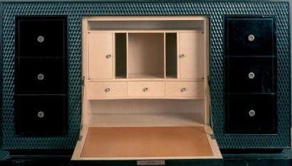 Jean PASCAUD (1903-1996) Cabinet, 1937 En bois vernissé noir sculpté de treillages....