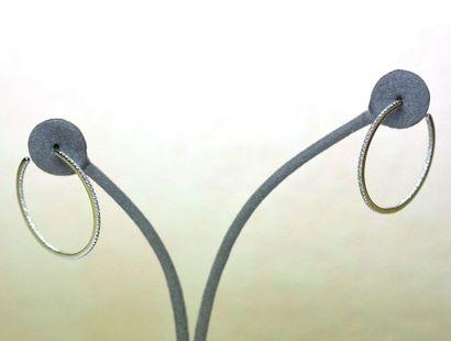 Très belles paire de boucles d'oreilles créoles...