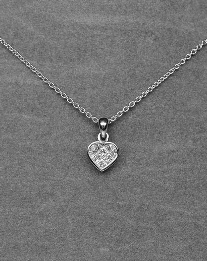 Un pendentif cœur très surprenant serti de...