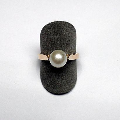 Bague or rose sertie d'une perle de culture...