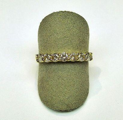 Demi alliance or jaune sertie de 7 diamants...
