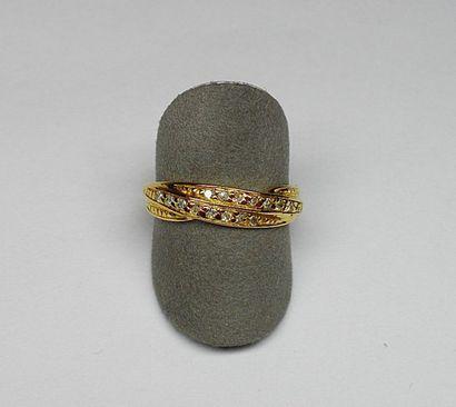 Bague or jaune sertie de deux lignes de diamants...