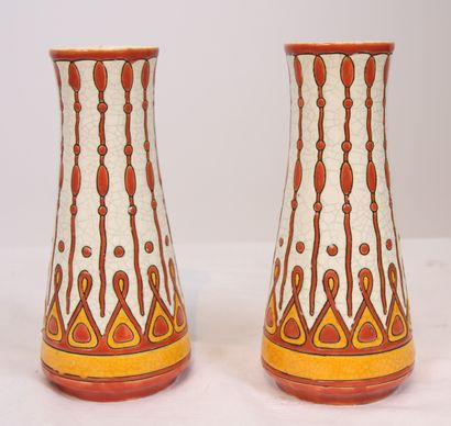 PAIRE DE VASES EN CERAMIQUE 1925  En céramique...