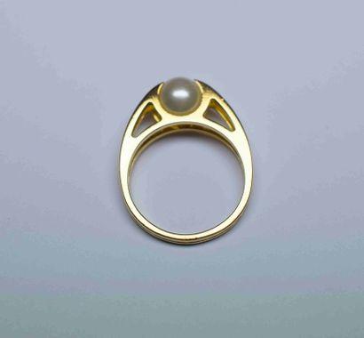 Bague or jaune double anneau protégeant une...