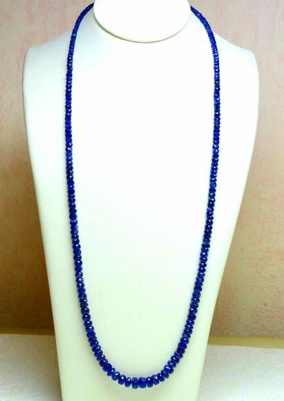 Important collier de saphirs naturels taillés...