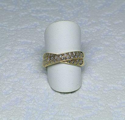 Bague or jaune 2 anneaux croisés sertis de...