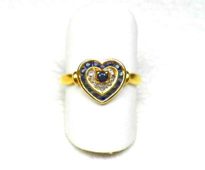 Bague or jaune représentant un cœur serti...