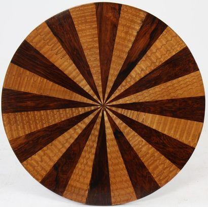 GUERIDON ART DECO  A double plateau circulaire en placage de palissandre et frêne...