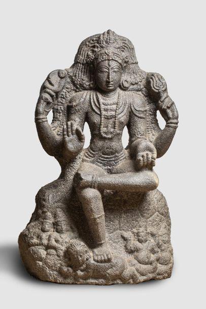 Shiva sous une forme à quatre bras les deux...