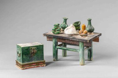 Modèle de mobilier composé d'un coffre et...