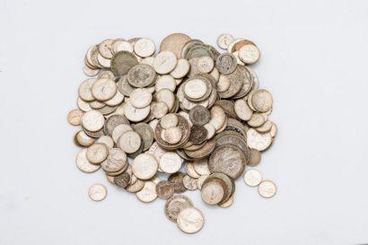 Important lot de pièces de monnaie comprenant...