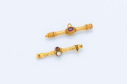 Deux éléments de chaîne de montre en or jaune...