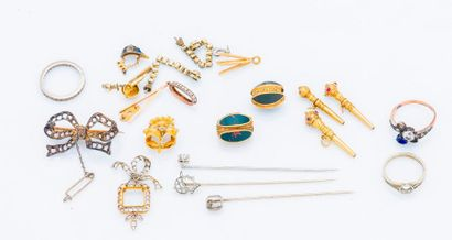 Lot de débris d'or jaune 18 carats (750 millièmes)...