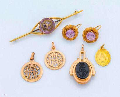 Lot de bijoux en or 18 carats (750 millièmes)...