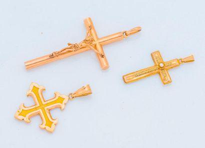 Lot de trois pendentifs en or 18 carats (750...