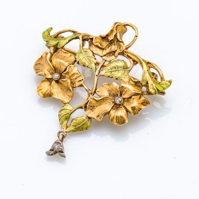 Borche-pendentif en or jaune 18 carats (750 millièmes) stylisant un motif ajouré...